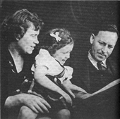 Margaret Mead, Mary Catherine Bateson, Gregory Bateson (~1945)
