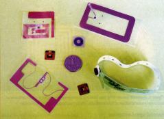 Diversi tipi di dispositivi RFID passivi in commercio